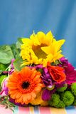 Λουλούδια ανθοκόμων ηλίανθων και Gerbera διάστημα αντιγράφων Στοκ Εικόνες