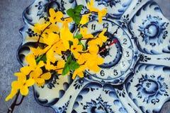 Λουλούδια από τα τεχνητά ελαφριά λουλούδια ακακιών υλικών κίτρινα, κίτρινα στοκ εικόνες