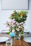 Λουλούδια στον πίνακα Στοκ Εικόνες