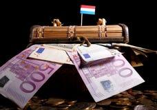 Λουξεμβούργια σημαία πάνω από το κλουβί στοκ εικόνες