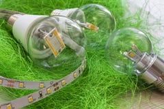 Λουρίδα οδηγήσεων με τις διάφορες E27 λάμπες φωτός Στοκ φωτογραφία με δικαίωμα ελεύθερης χρήσης