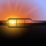 Λουρίδα ταινιών ενάντια στη λάμψη του ελαφριού υποβάθρου Στοκ Φωτογραφίες