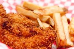 Λουρίδες και τηγανητά κοτόπουλου Στοκ Φωτογραφίες