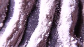 Λουρίδες της άσπρης σκόνης Κοκαΐνη ή άλλο κονιοποιημένο φάρμακο 4k UHD απόθεμα βίντεο