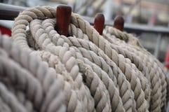 Λουρί σε μια belaying καρφίτσα Στοκ Φωτογραφία