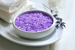 Λουτρό που τίθεται με lavender το άλας θάλασσας Στοκ εικόνες με δικαίωμα ελεύθερης χρήσης