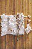 Λουτρό που τίθεται σε ένα ξύλινο υπόβαθρο. Στοκ φωτογραφία με δικαίωμα ελεύθερης χρήσης