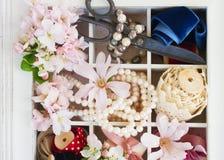 Λουλούδια δέντρων με τα μαργαριτάρια και τη δαντέλλα Στοκ φωτογραφία με δικαίωμα ελεύθερης χρήσης