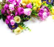 Λουλούδια ανθοδεσμών στην άσπρη ανασκόπηση Στοκ Εικόνα