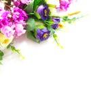 Λουλούδια ανθοδεσμών στην άσπρη ανασκόπηση Στοκ Φωτογραφία