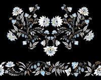 Λουλούδια αποθεμάτων και διακόσμηση φύλλων ασιατικό ή ρωσικό patt στοκ φωτογραφία με δικαίωμα ελεύθερης χρήσης