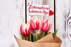 Λουλούδια και ευχετήρια κάρτα Στοκ εικόνα με δικαίωμα ελεύθερης χρήσης