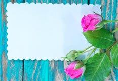 Λουλούδια και φύλλο για τη σημείωση Στοκ φωτογραφία με δικαίωμα ελεύθερης χρήσης