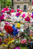Λουλούδια, μπαλόνια και παιχνίδια στο ST Anns τετραγωνικό im Μάντσεστερ στοκ φωτογραφία με δικαίωμα ελεύθερης χρήσης