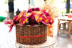 Λουλούδια σε ένα καλάθι Στοκ Εικόνες