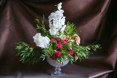 Λουλούδια σε ένα χαριτωμένο βάζο Στοκ φωτογραφίες με δικαίωμα ελεύθερης χρήσης