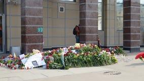 Λουλούδια στη μνήμη εκείνοι που σκοτώνονται στις επιθέσεις Στοκ φωτογραφία με δικαίωμα ελεύθερης χρήσης