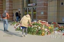 Λουλούδια στη μνήμη εκείνοι που σκοτώνονται στις επιθέσεις Στοκ Εικόνες