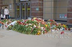 Λουλούδια στη μνήμη εκείνοι που σκοτώνονται στις επιθέσεις Στοκ φωτογραφίες με δικαίωμα ελεύθερης χρήσης