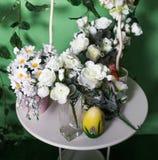 Λουλούδια στον πίνακα Στοκ εικόνες με δικαίωμα ελεύθερης χρήσης