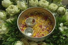 Λουλούδια στο κύπελλο Στοκ Φωτογραφίες