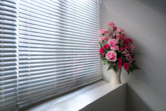 Λουλούδια στο παράθυρο Στοκ Εικόνες