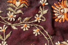 Λουλούδια του εκλεκτής ποιότητας ράβοντας νήματος ταπήτων στο παλιό ύφος craftmenship Στοκ εικόνες με δικαίωμα ελεύθερης χρήσης
