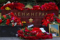 Λουλούδια ως σημάδι του πένθους για τους νεκρούς Στοκ φωτογραφία με δικαίωμα ελεύθερης χρήσης