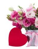 Λουλούδια Eustoma με το κόκκινο κιβώτιο δώρων Στοκ φωτογραφία με δικαίωμα ελεύθερης χρήσης