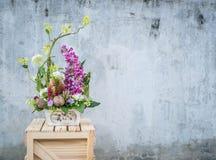 Λουλούδι ανθοδεσμών στο βάζο στοκ εικόνες
