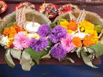 Λουλούδι που προσφέρει στο ναό Στοκ φωτογραφία με δικαίωμα ελεύθερης χρήσης