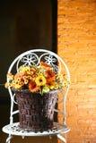 Λουλούδι στο καλάθι στοκ εικόνα