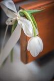 Λουλούδι τουλιπών με την κορδέλλα όπως τη διακόσμηση στη διάταξη θέσεων, λεπτομέρεια γεγονότος Στοκ Εικόνα