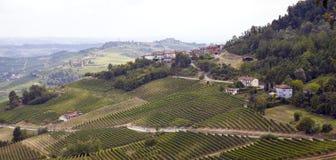Λοφώδης περιοχή Langhe: άποψη του Λα Morra (Cuneo) Εικόνα χρώματος Στοκ φωτογραφία με δικαίωμα ελεύθερης χρήσης