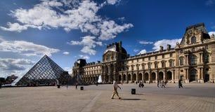 Λούβρο στο Παρίσι Στοκ εικόνες με δικαίωμα ελεύθερης χρήσης