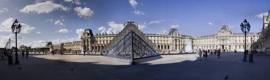 Λούβρο στο Παρίσι Στοκ Φωτογραφίες