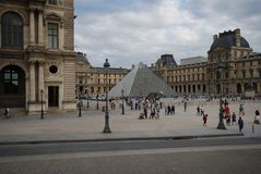 Λούβρο, το Λούβρο, Arc de Triomphe du ιπποδρόμιο, Παρίσι, πλατεία της πόλης, ουρανός, ορόσημο, οικοδόμηση Στοκ εικόνα με δικαίωμα ελεύθερης χρήσης