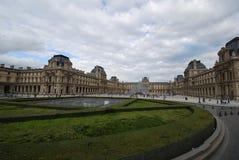 Λούβρο, Arc de Triomphe du ιπποδρόμιο, ουρανός, ορόσημο, εντυπωσιακό σπίτι, σύννεφο Στοκ Εικόνες
