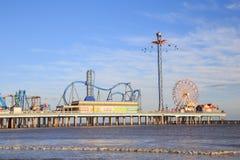 Λούνα παρκ και παραλία αποβαθρών ευχαρίστησης στο Κόλπο της ακτής του Μεξικού σε Galveston Στοκ φωτογραφία με δικαίωμα ελεύθερης χρήσης