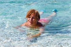 Λούσιμο γυναικών στη θάλασσα (Ελλάδα) Στοκ φωτογραφία με δικαίωμα ελεύθερης χρήσης