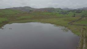 Λούτσοι και Blea Tarn στην περιοχή λιμνών, UK Langdale από τον αέρα απόθεμα βίντεο