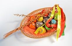 λυγαριά αυγών Πάσχας καλαθιών Στοκ Εικόνα