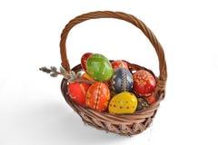 λυγαριά αυγών Πάσχας καλαθιών Στοκ φωτογραφίες με δικαίωμα ελεύθερης χρήσης
