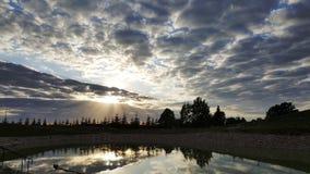 Λυκόφως βραδιού - νεφελώδης ουρανός Στοκ Φωτογραφίες