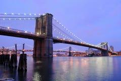 Λυκόφως γεφυρών του Μπρούκλιν Στοκ φωτογραφία με δικαίωμα ελεύθερης χρήσης