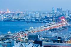 Λυκόφως, εναέριες επιχείρηση πόλεων του Kobe άποψης κεντρικές και διατομή εθνικών οδών Στοκ Φωτογραφίες