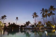 Λυκόφως στην όμορφη παραλία στοκ φωτογραφία με δικαίωμα ελεύθερης χρήσης