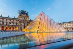 Λυκόφως του μουσείου του Λούβρου στο Παρίσι, Γαλλία Στοκ εικόνα με δικαίωμα ελεύθερης χρήσης