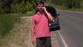 Λυπημένες κλήσεις ατόμων στην ασφαλιστική υπηρεσία απόθεμα βίντεο