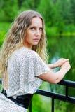 λυπημένη γυναίκα γεφυρών Στοκ εικόνες με δικαίωμα ελεύθερης χρήσης